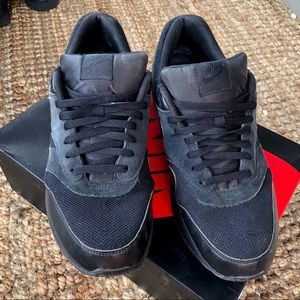 Men's Air Max 90 Navy & Black Sneakers